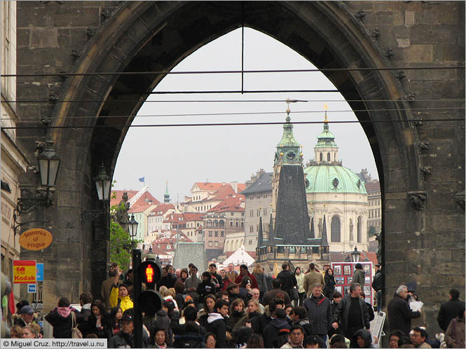Czech Republic: Prague: Crowd at the Charles Bridge gate