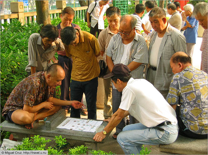 Hong Kong: Kowloon: Chinese chess in the park