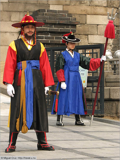 South Korea: Seoul: Colorful guards at Sunglyemun Gate