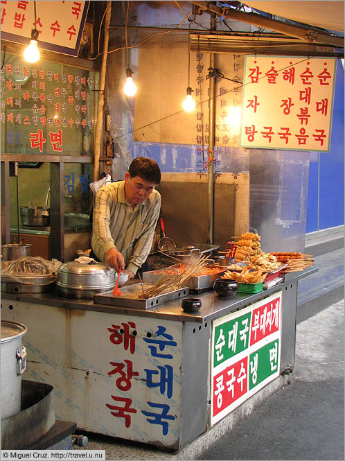 South Korea: Seoul: Food vendor at Yongsan