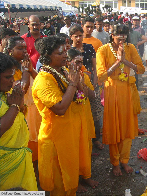 Malaysia: Thaipusam in KL: Prayer before the walk